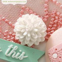 10бр. бяло цвете от полирезин - PomPoms Cameo Set – White (10 pieces per pack)