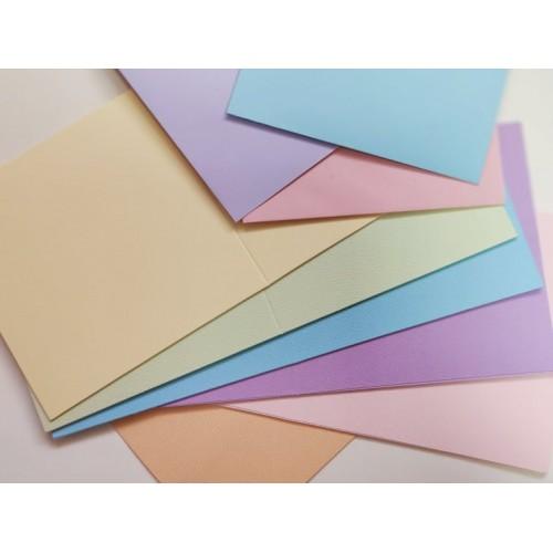 Основи за картички от релефен картон с пликове - пастени цветове, квадратни - 50бр., 240гр.