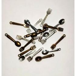 Готварски сет от 20бр. метални висулки от вилички и лъжички - сребро и бронз - 2.4см