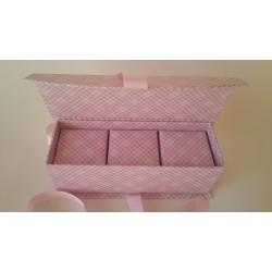 Кутия за бебешки съкровища (21x7.5x7.5) с 3 мини кутийки за косичка, пъпче и зъбче (6.3x6.3x6.3) от дебела мукава със сатенена панделка - светло розова
