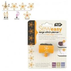 Накрайник за шиене/ пробиване на дупки във формата на цвете - Memory Keepers - sew Easy stitch piercer lazy daisy